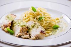 Ζυμαρικά με τη λωρίδα κοτόπουλου Στοκ Εικόνες