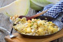 Ζυμαρικά με το λάχανο Στοκ εικόνες με δικαίωμα ελεύθερης χρήσης