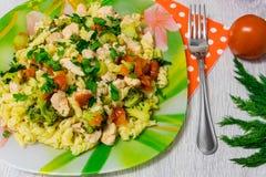 Ζυμαρικά με το κοτόπουλο και το μπρόκολο Στοκ Εικόνα