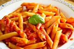 Ζυμαρικά, σάλτσα ντοματών, ιταλικά τρόφιμα Στοκ εικόνα με δικαίωμα ελεύθερης χρήσης