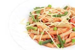 Ζυμαρικά της Penne με τη σάλτσα και τα λαχανικά ντοματών Στοκ φωτογραφίες με δικαίωμα ελεύθερης χρήσης
