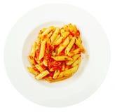 Ζυμαρικά της Penne με το arrabiata σάλτσας τσίλι Στοκ Φωτογραφία