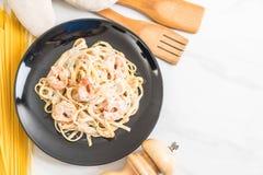 ζυμαρικά fettuccini με τις γαρίδες Στοκ φωτογραφία με δικαίωμα ελεύθερης χρήσης