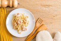 ζυμαρικά fettuccini με τις γαρίδες Στοκ Φωτογραφία