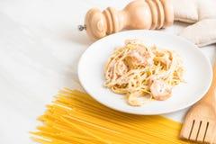 ζυμαρικά fettuccini με τις γαρίδες Στοκ εικόνα με δικαίωμα ελεύθερης χρήσης