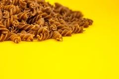 Ζυμαρικά Fusilli στοκ εικόνες