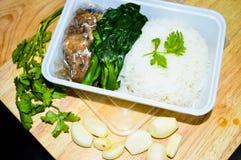 Ζυμωνομμένο ρύζι χοιρινό κρέας στο κιβώτιο Στοκ Φωτογραφίες