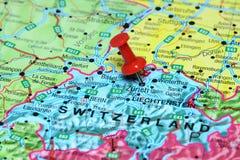 Ζυρίχη που καρφώνεται σε έναν χάρτη της Ευρώπης Στοκ Εικόνες