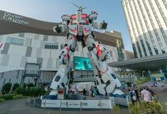 Ζωή αγαλμάτων Gundam μονοκέρων - ταξινομήστε τη στάση μπροστινός του plaza Τόκιο πόλεων δυτών σε Odaiba στοκ εικόνα