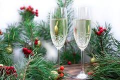 Ζωή διακοπών Χριστουγέννων ακόμα με champaign, κλάδοι πεύκων, κόκκινοι Στοκ εικόνες με δικαίωμα ελεύθερης χρήσης