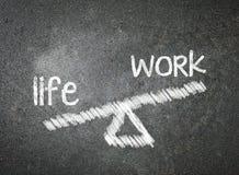 Ζωή και εργασία της επιλογής σας που γράφεται με την άσπρη κιμωλία στο Μαύρο Στοκ Εικόνες