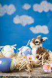 Ζωή Πάσχας ακόμα με τα αυγά Πάσχας και ένα κουνέλι παιχνιδιών Στοκ Εικόνες