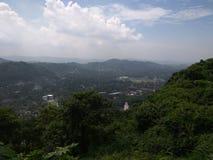Ζωή πόλεων από τους λόφους στοκ φωτογραφία με δικαίωμα ελεύθερης χρήσης