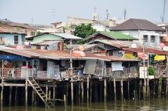 Ζωή τρωγλών & ψαράδων όχθεων ποταμού στον ποταμό Chao Phraya στοκ εικόνα με δικαίωμα ελεύθερης χρήσης