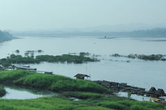 Ζωή των ανθρώπων εκτός από Mekong τον ποταμό Στοκ φωτογραφία με δικαίωμα ελεύθερης χρήσης