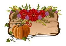 Ζωή φθινοπώρου ακόμα με την κολοκύθα, τα λουλούδια και τον εκλεκτής ποιότητας ξύλινο πίνακα Στοκ εικόνα με δικαίωμα ελεύθερης χρήσης