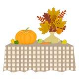 ζωή φθινοπώρου ακόμα Υπάρχει ένα βάζο με τα φύλλα, τα λαχανικά και τα φρούτα φθινοπώρου σε έναν πίνακα Στοκ Εικόνα