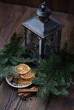 Ζωή Χριστουγέννων ακόμα με το παραδοσιακό έλατο στο ξύλο Στοκ εικόνα με δικαίωμα ελεύθερης χρήσης