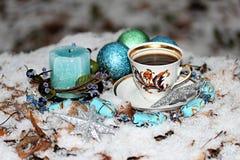 Ζωή Χριστουγέννων ακόμα με το φλιτζάνι του καφέ Στοκ εικόνα με δικαίωμα ελεύθερης χρήσης
