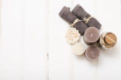 Ζωή SPA ακόμα - ένα σαπούνι και πετσέτες σε ένα ξύλινο υπόβαθρο Στοκ Εικόνα