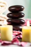 Ζωή SPA ακόμα με τις καυτά πέτρες και τα κεριά στοκ εικόνες με δικαίωμα ελεύθερης χρήσης