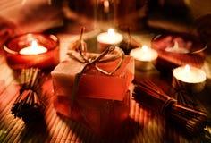 Ζωή SPA ακόμα με το σαπούνι, άλας λουτρών, κρέμα, πετσέτα, κεριά Στοκ Εικόνα