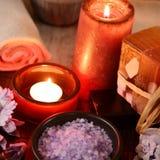 Ζωή SPA ακόμα με το σαπούνι, άλας λουτρών, κρέμα, πετσέτα, κεριά Στοκ φωτογραφίες με δικαίωμα ελεύθερης χρήσης