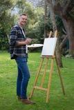 Ζωγραφική ατόμων στον καμβά στον κήπο Στοκ Εικόνα