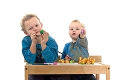 ζωγραφική αυγών Πάσχας Στοκ εικόνα με δικαίωμα ελεύθερης χρήσης