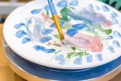 Ζωγραφική ενός πιάτου για το σχέδιο των πιάτων σας στοκ εικόνα