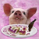 Ζωγραφική ενός χοίρου κουταβιών που τρώει το κέικ με το φίλο του λίγο πουλί Στοκ φωτογραφία με δικαίωμα ελεύθερης χρήσης