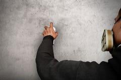 Ζωγραφική καλλιτεχνών γκράφιτι στον τοίχο Στοκ Εικόνες