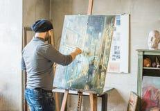 Ζωγραφική καλλιτεχνών στον καμβά Στοκ Εικόνες