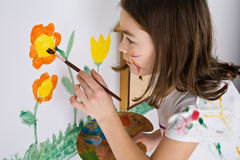 ζωγραφική κοριτσιών Στοκ Φωτογραφίες