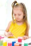 Ζωγραφική μικρών κοριτσιών Στοκ εικόνα με δικαίωμα ελεύθερης χρήσης