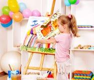 Ζωγραφική παιδιών easel. Στοκ εικόνα με δικαίωμα ελεύθερης χρήσης
