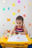 Ζωγραφική παιδιών στο χώρο για παιχνίδη Στοκ εικόνες με δικαίωμα ελεύθερης χρήσης