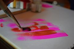 Ζωγραφική στον καμβά με τα πολλαπλάσια χρώματα στοκ εικόνες με δικαίωμα ελεύθερης χρήσης