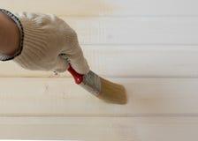 Ζωγραφική της ξύλινης επένδυσης του πεύκου Στοκ εικόνα με δικαίωμα ελεύθερης χρήσης
