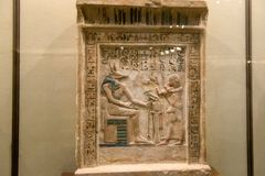 Ζωγραφική τοίχων και διακόσμηση του τάφου: αρχαίοι αιγυπτιακοί Θεοί και hieroglyphs στοκ φωτογραφίες με δικαίωμα ελεύθερης χρήσης
