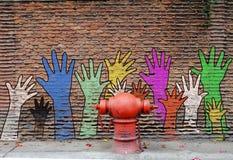 Ζωγραφική χεριών βοηθείας Στοκ εικόνα με δικαίωμα ελεύθερης χρήσης