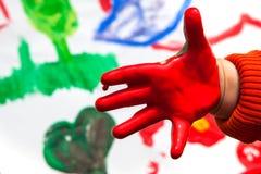 Ζωγραφική χεριών παιδιών Στοκ Φωτογραφίες