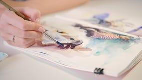 Ζωγραφική watercolor τεχνικής δεξιοτήτων ταλέντου καλλιτεχνών φιλμ μικρού μήκους