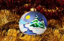 Ζωγραφισμένες στο χέρι σφαίρες Χριστουγέννων με tinsel Στοκ Εικόνα