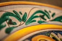 Ζωγραφισμένο στο χέρι κεραμικό πιάτο από τη φοράδα Vietri sul (Deatail) Στοκ εικόνες με δικαίωμα ελεύθερης χρήσης