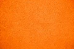 Ζωηρός φωτεινός πορτοκαλής τοίχος προσόψεων χρώματος χονδροειδής ως κενό αγροτικό υπόβαθρο σύστασης στοκ φωτογραφίες με δικαίωμα ελεύθερης χρήσης