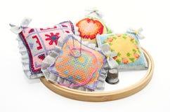 ζωηρόχρωμα άλλα εργαλεία καρφιτσών μαξιλαριών Στοκ Εικόνες