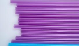 Ζωηρόχρωμα άχυρα κατανάλωσης για το υπόβαθρο χρώματος στοκ φωτογραφίες με δικαίωμα ελεύθερης χρήσης