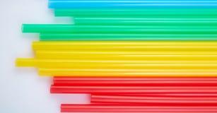 Ζωηρόχρωμα άχυρα κατανάλωσης για το υπόβαθρο χρώματος στοκ εικόνες με δικαίωμα ελεύθερης χρήσης