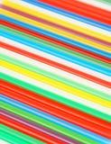 Ζωηρόχρωμα άχυρα κατανάλωσης στο λευκό Στοκ Εικόνες